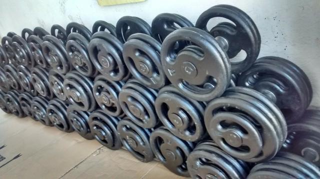 Kit dumbells do 12 ao 24 kgs academia musculação