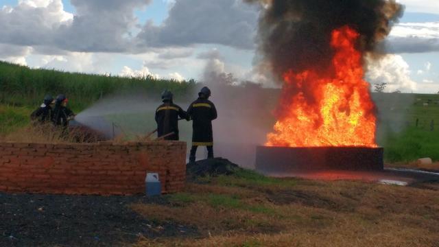 Curso de bombeiro civil (escola credenciada pelo corpo de