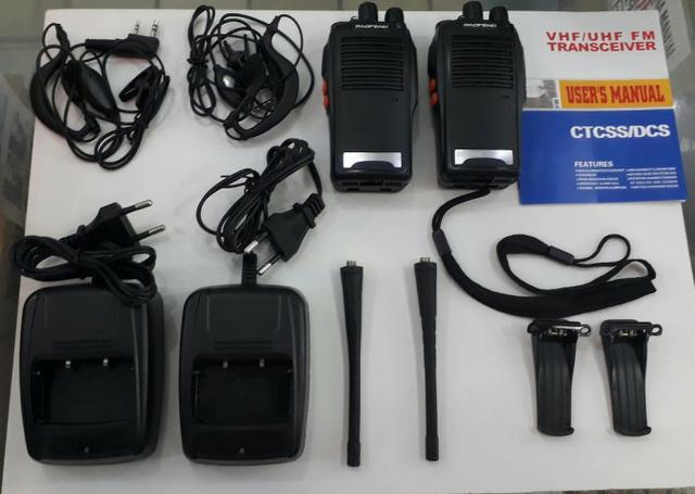 Kit 2 rádios comunicadores uhf/vhf walkie talkie bf-777s.