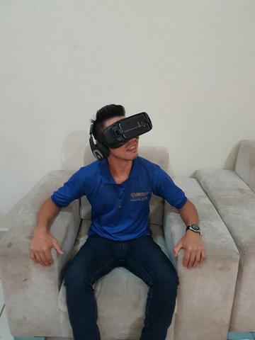 Simulador de montanha russa no óculos de realidade virtual