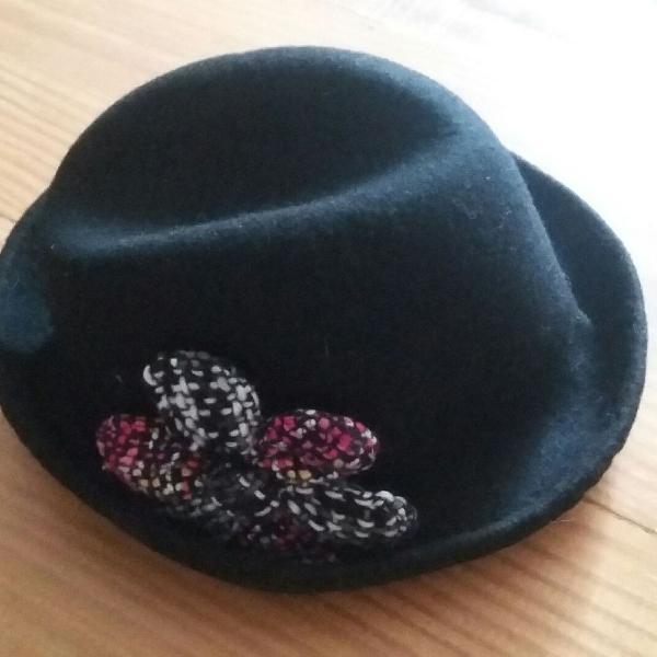 Chapéu com flor
