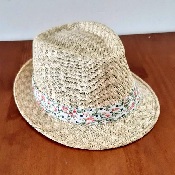 Chapéu de palha bem praiano
