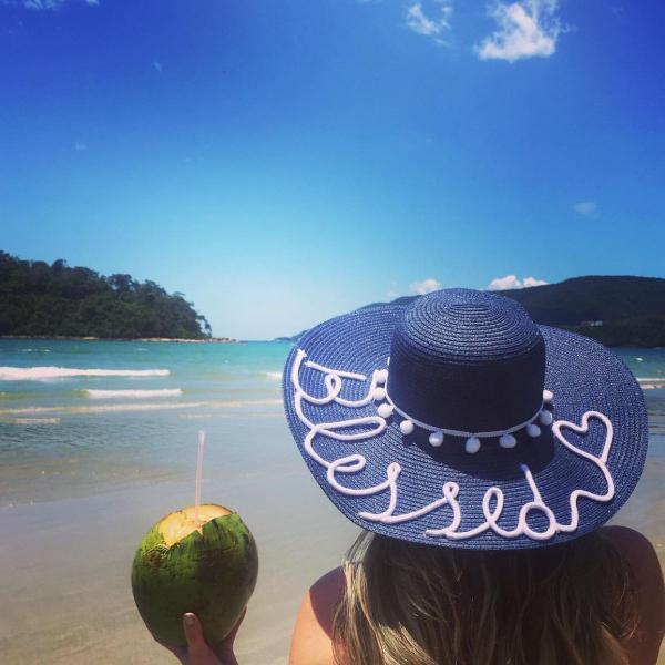 Chapéu de praia azul marinho blessed