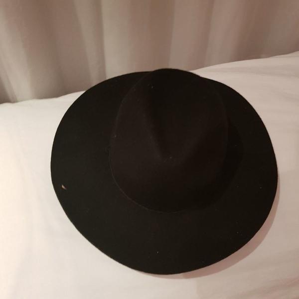 Chapéu fedora aba larga