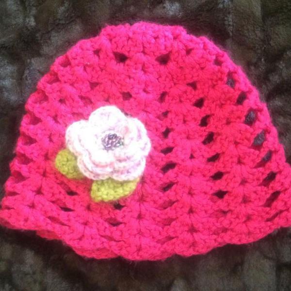 Gorro touca feminina em lã pink com flor outono inverno