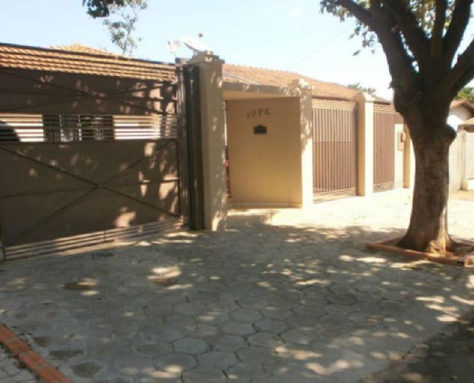 Casa padrão: a 1.200 mts. do centro comercial de paranávai