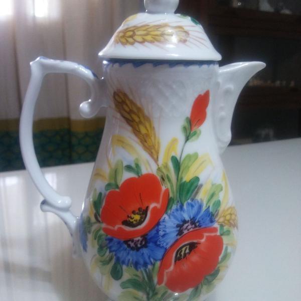 Antigo bule de porcelana inglesa pintado a mão