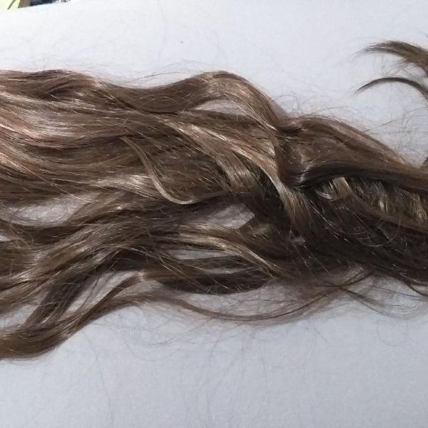 Aplique de cabelo loiro-mel