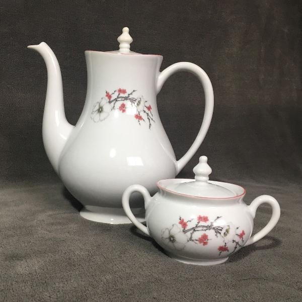 Bule e açucareiro de porcelana vintage