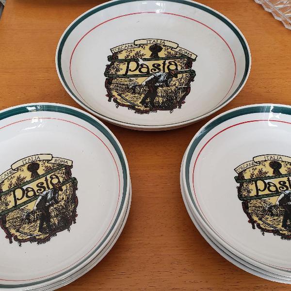 conjunto de pratos para massa