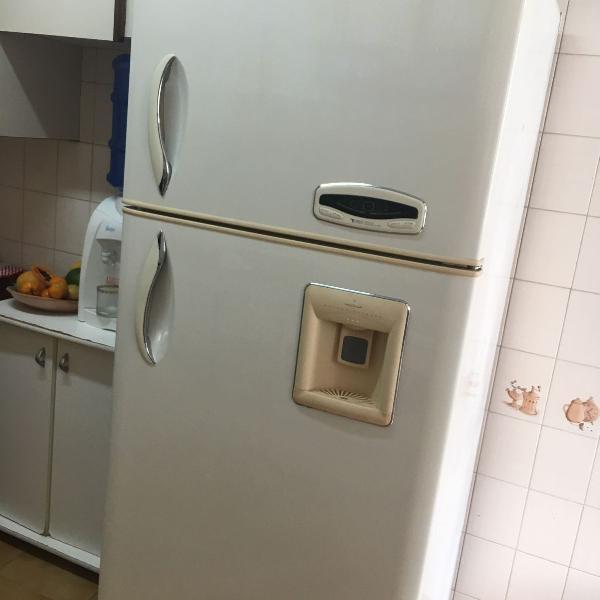 Geladeira lg duplex 530l com painel digital e dispenser de