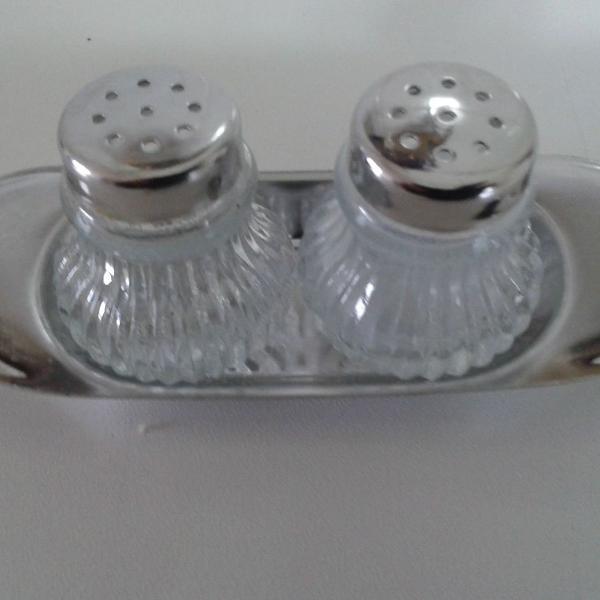 Jogo sal/ pimenteiro vidro e aço inox meridional