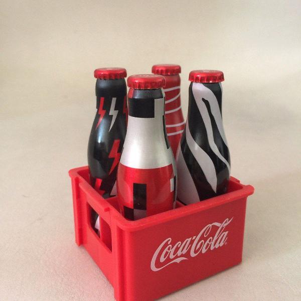 Kit mini garrafas coca cola com engradado