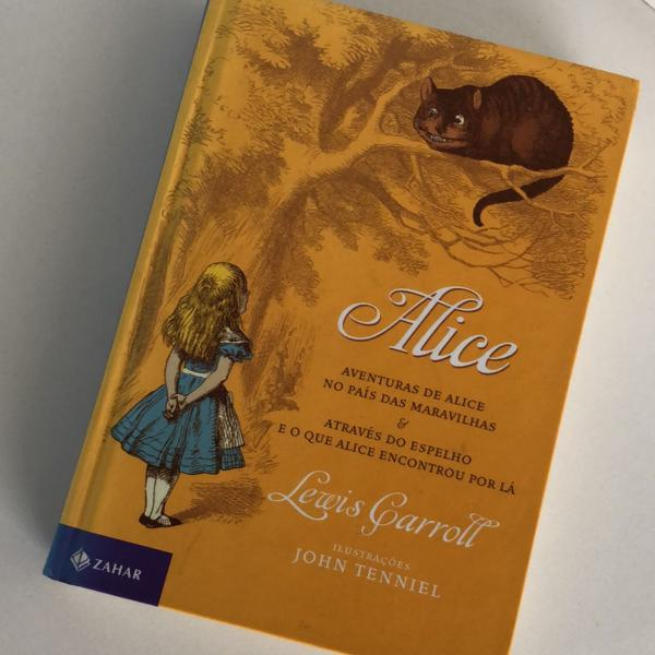 Livro alice / aventuras de alice no país das maravilhas