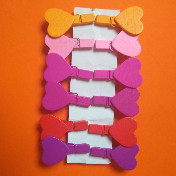 Mini pregadores de coração coloridos