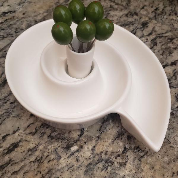 petisqueira em cerâmica com garfos de petiscos em formato