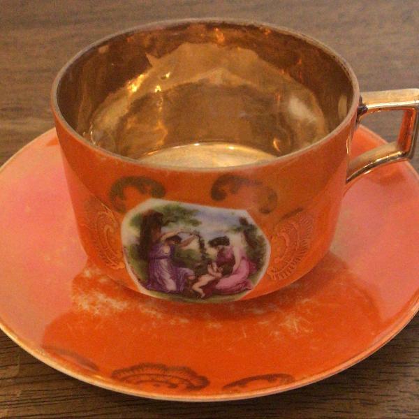 Xícara de chá em porcelana - para colecionador!!