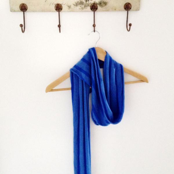 Echarpe azul klein