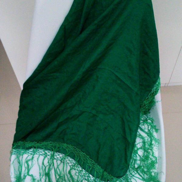 Echarpe verde com franjas