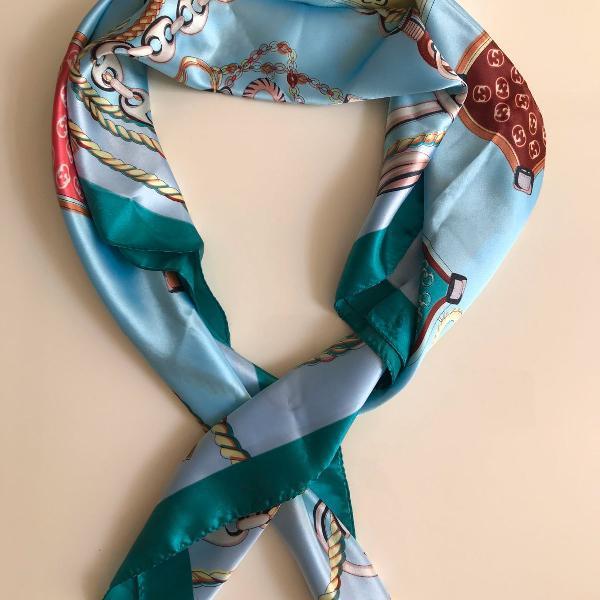 Lenço em seda estampado