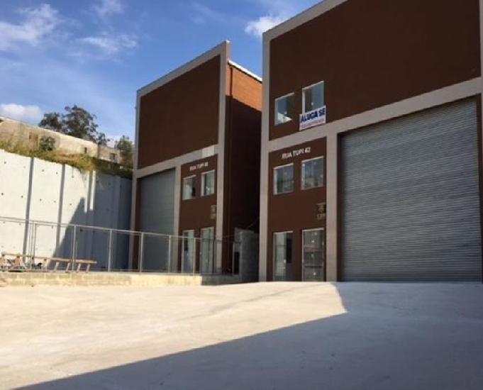 Galpão com 550 m2 para locação em santana de parnaíba -