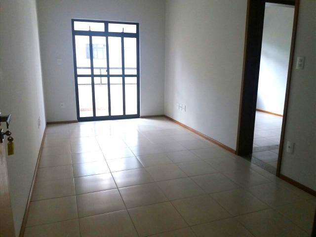 Apartamento 2 quartos (1 suíte) c/elevador e 2 vagas -