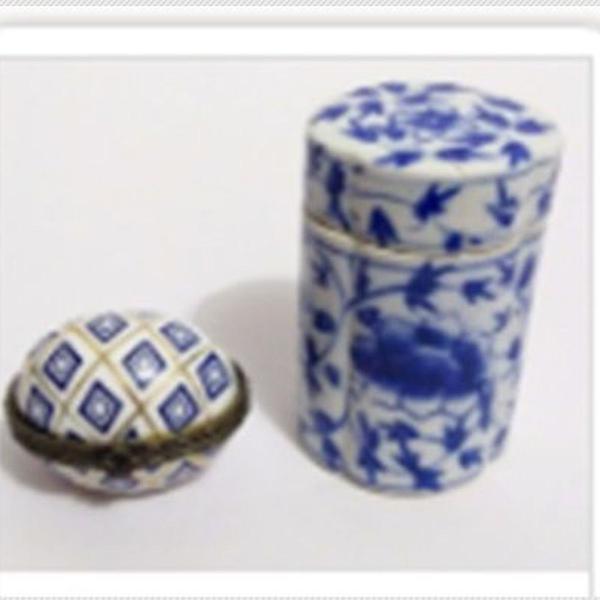 2 antigos porta jóias em porcelana com motivos geométricos