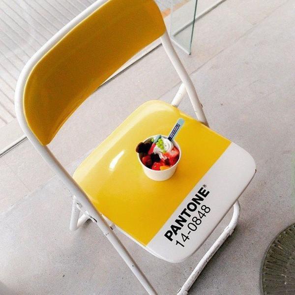 Pantone cadeira dobrável