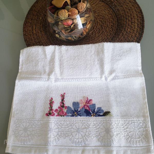 Toalha lavabo flores - bordado ponto cruz