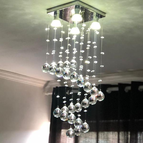 Belíssimo lustre de cristal legítimo alto brilho para mesa