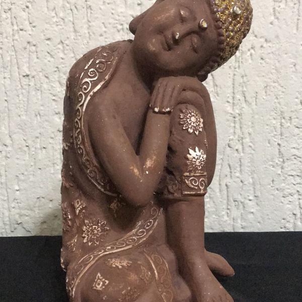Buda rústico cabeça dourada iluminada gesso sentado