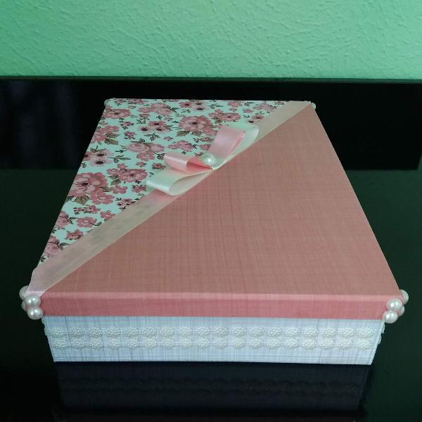Caixa mdf decorada em tecido e pérolas craqueladas - nova