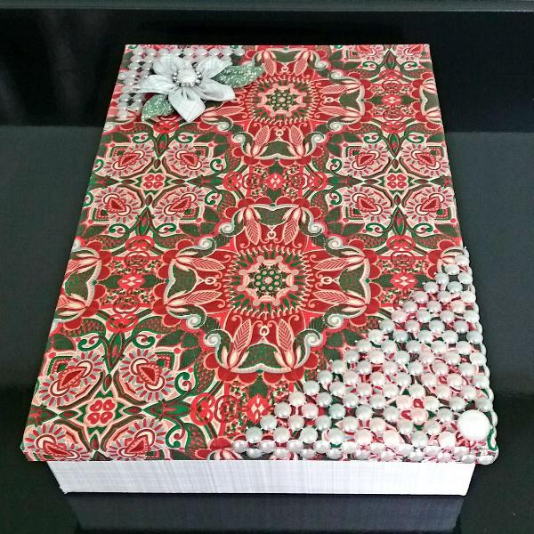 Caixa mdf decorada em tecido e pérolas - nova