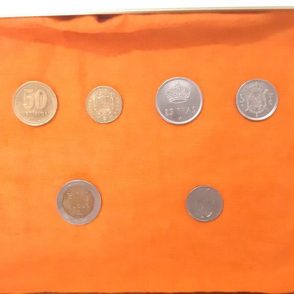Coleção de moedas antigas estrangeiras