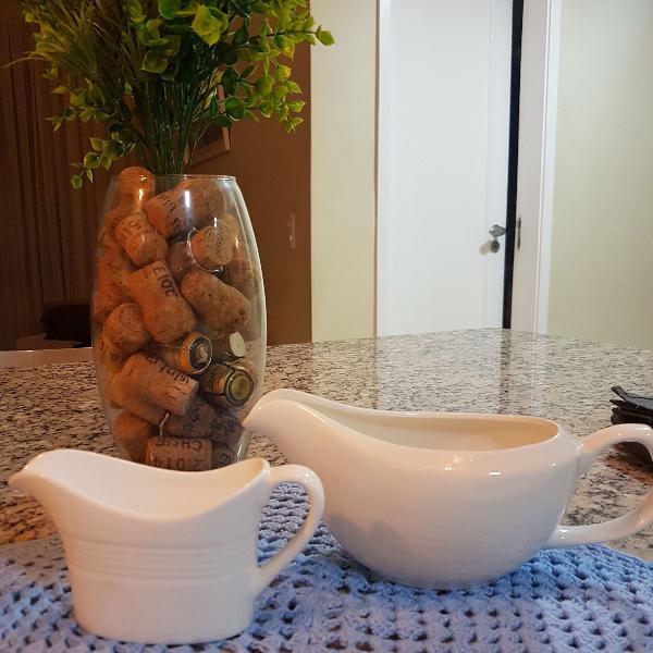 Conjunto de molheiras de porcelana branca