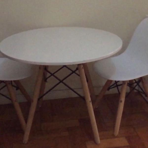 Kit infantil mesa de jantar + 2 cadeiras designer brancas