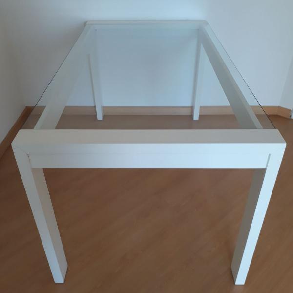 Mesa branca com tampo de vidro tok&stok