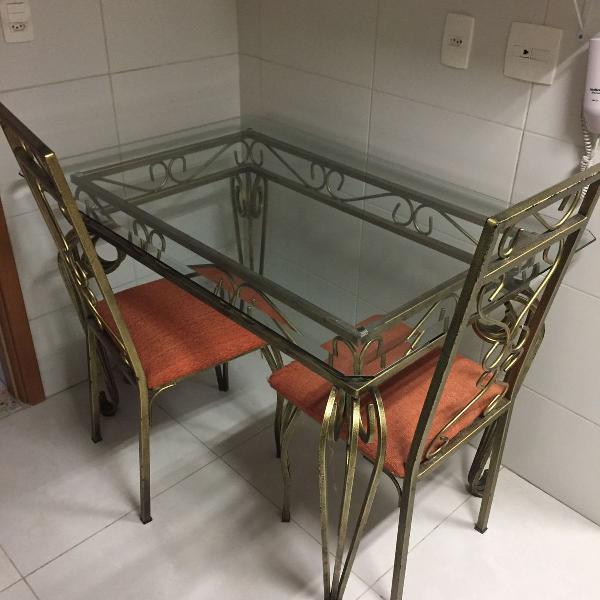 Mesa de jantar de ferros fundido + 04 cadeiras