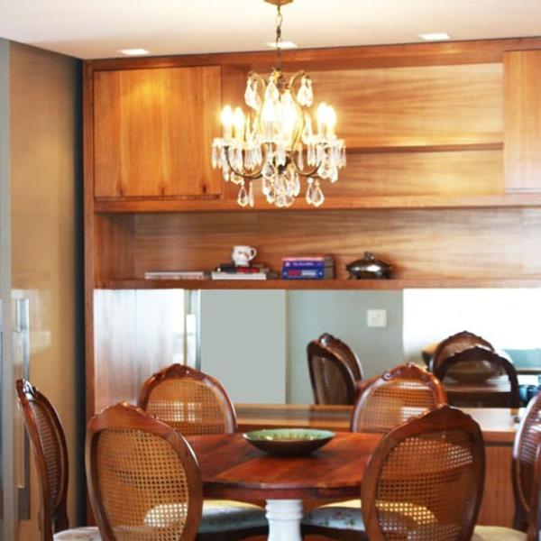 Mesa de jantar linda clássica