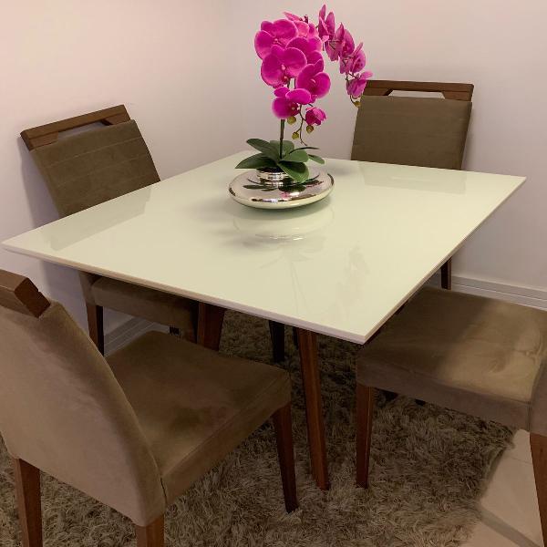Mesa de jantar quadrada com 4 cadeiras