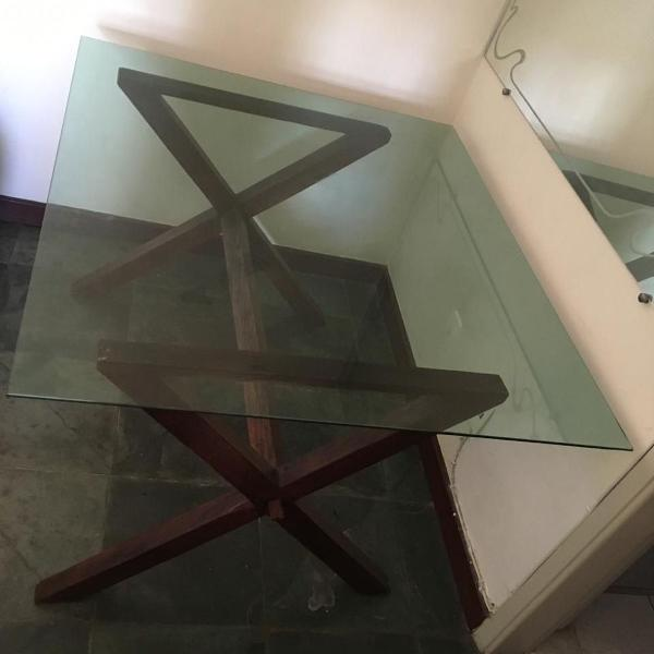 Mesa grande com tampao de vidro