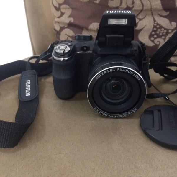 Máquina fotográfica digital semiprofissional fujifilm