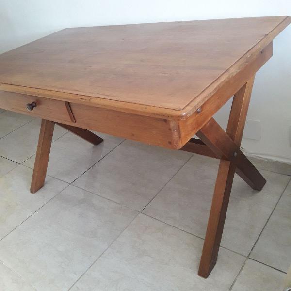 Mesa lindona de madeira