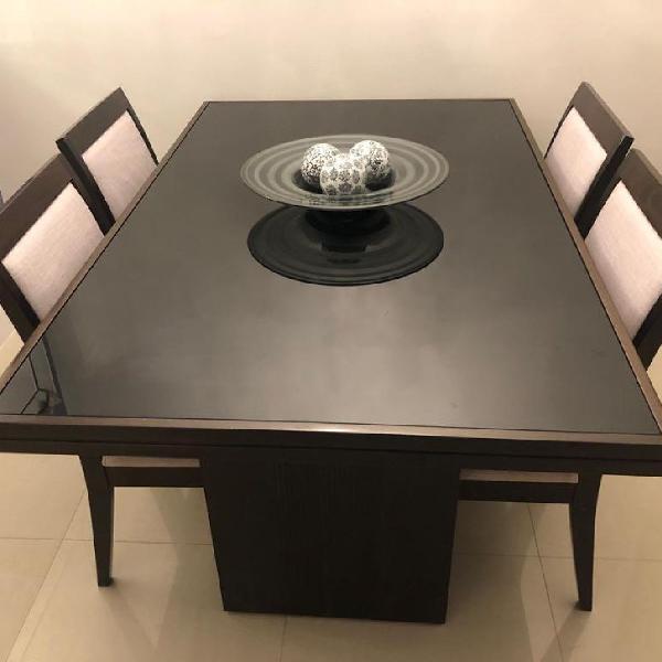Mesa com quatro cadeiras vidro e madeira