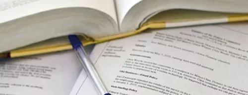 Revisão e normalização de textos acadêmicos