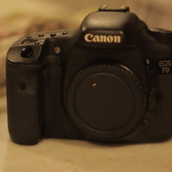Canon 7d + 50mm + 18-135mm + baterias e carregador