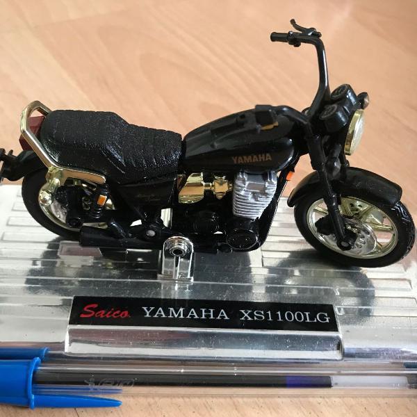 Miniatura moto yamaha preta