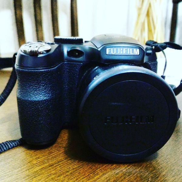 "Câmera digital fujfilm finepix s2950 preta c/ lcd 3"", 14mp."