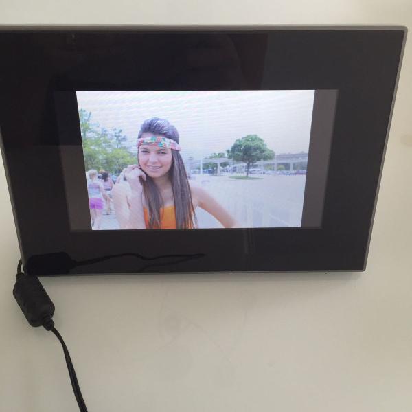 Porta retrato digital preto insigna