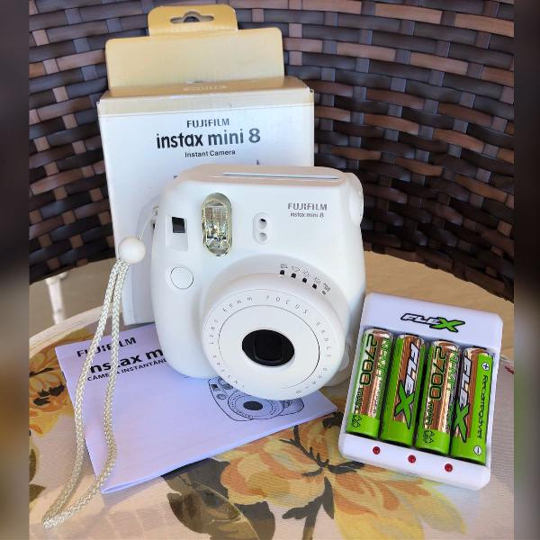 Câmera instantânea fujifilm instax mini 8 branca - usada